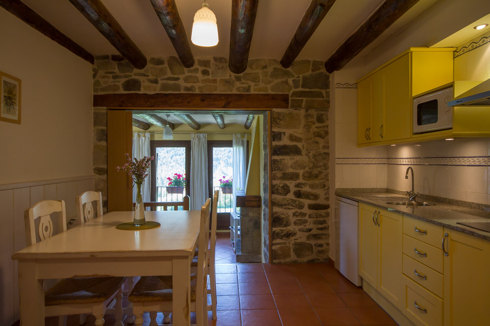 Vakantiehuis in de spaanse pyreneeen bij nationaal park for Helmers accommodatie en interieur bv